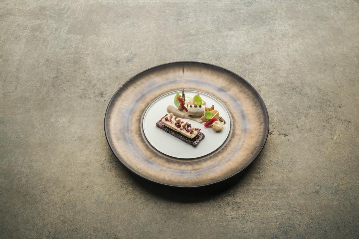 Dark Gold Metallic XL plate 33,5 cm -RAW Design by Kevala