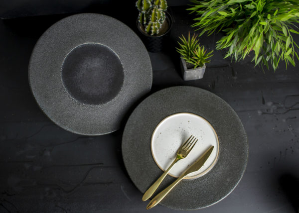 Black Vulcanic plates - By Studio RAW