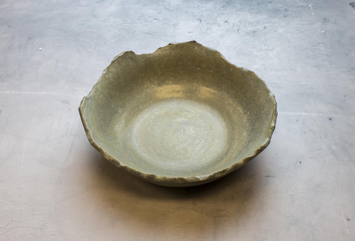 Cracked bowl with Soapstone glaze - By Studio RAW