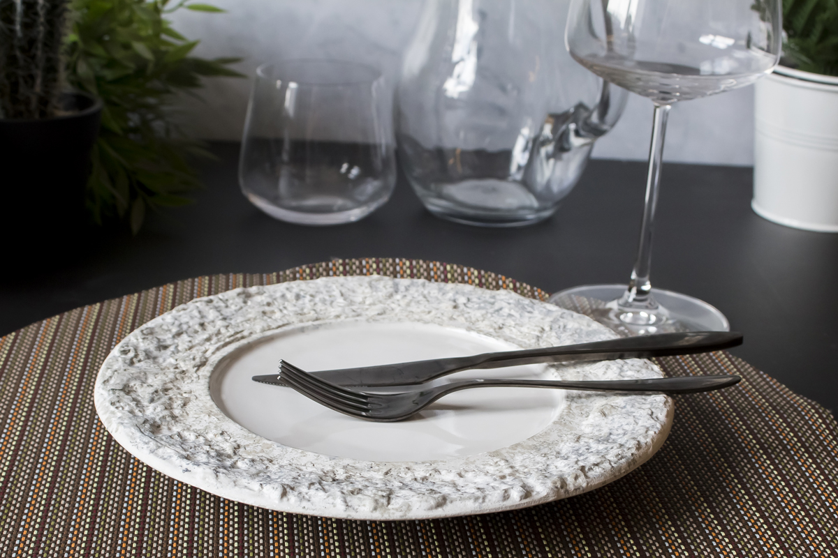 Special dinnerware plate by Studio RAW